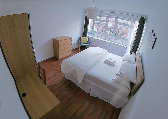 Comfortable Double Room on Portobello Road (2)