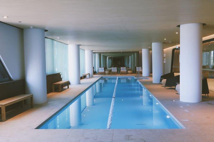 【水景公寓】 标准两卧室/带泳池/健身房/免费停车