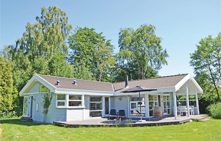 Holiday cottage with 3 bedrooms on 97m² in Hornbæk