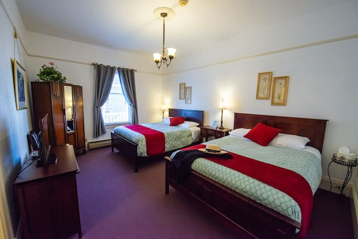 Room with 2 queen beds ensuite in boutique hotel
