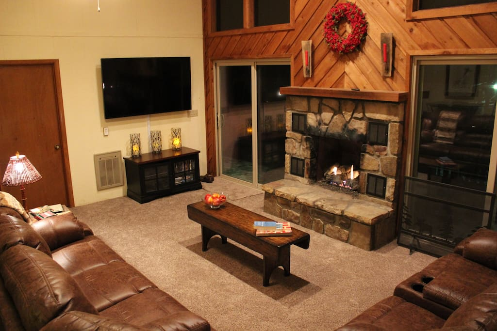 Enjoy the HDTV and gas fireplace on snowy evenings.