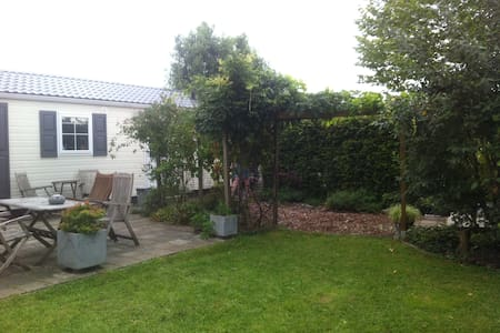 Lovely house with private garden - Kesteren - Hus