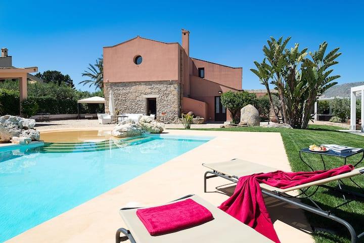 Villa ideal en Buseto Palizzolo, Italia con piscina