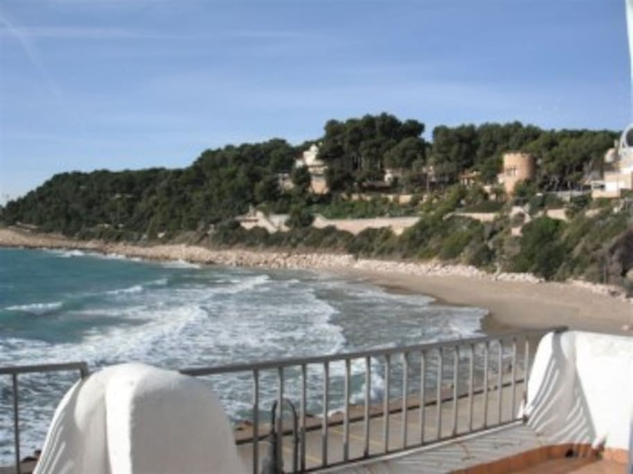 Blick von Terrasse aufs Meer