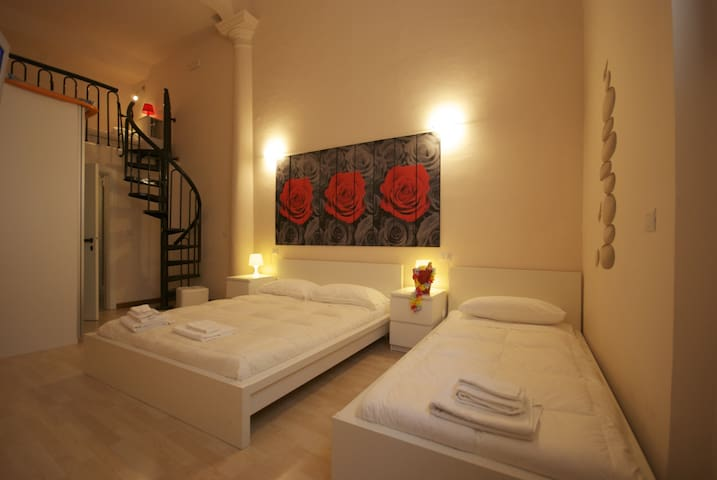 Roses room. Large and comfortable family room. - San Benedetto del Tronto - Bed & Breakfast