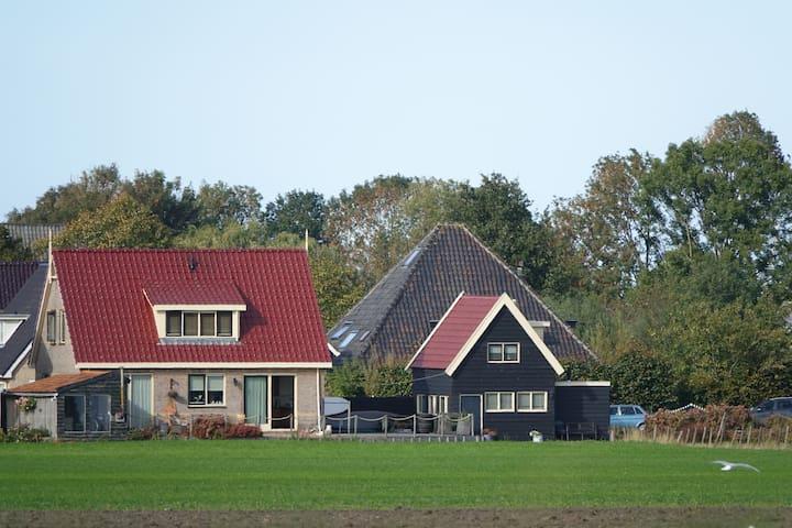 Landelijk, (vis)water, sauna en nabij Amsterdam.