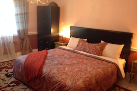 Private cozy room for travelers in Bridgeport