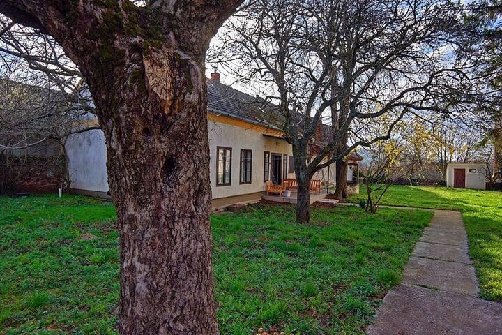 Kőház 3