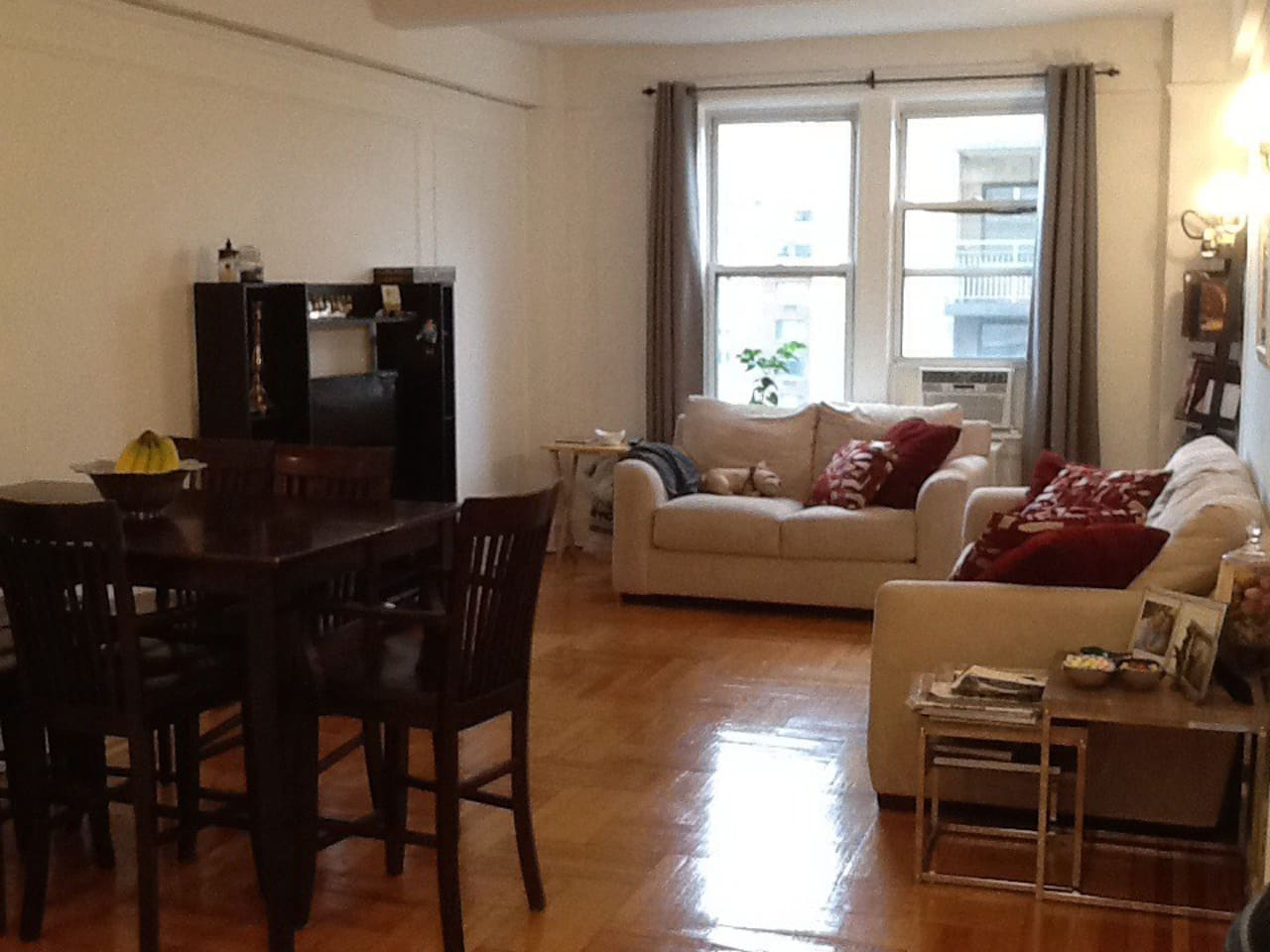 1 dining room table that seats 8 comfortably. 2 comfortable couches. TV with cable and wifi.