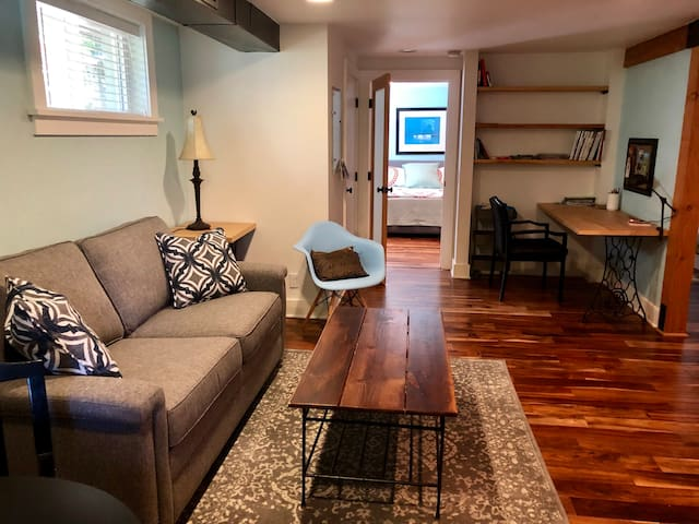"""""""Modern Mayberry"""" 1 bedroom in SE Portland"""