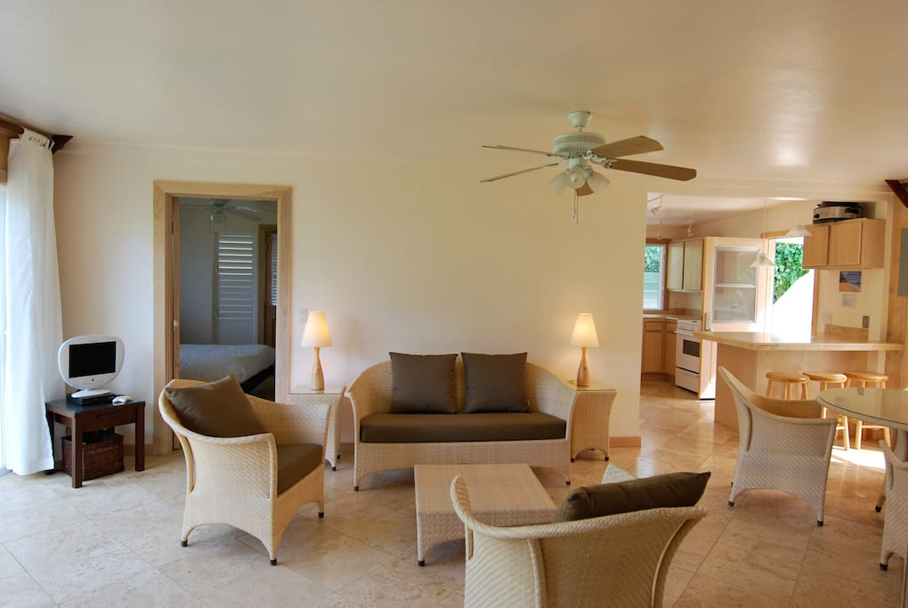 Cottage V - Living and dining area, perfect for family time