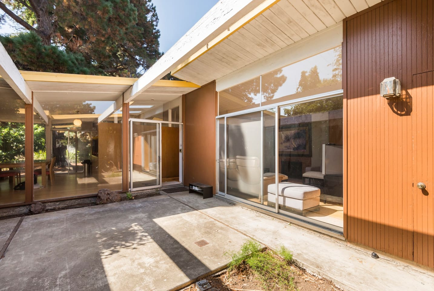 Eichler House - Private Room 1