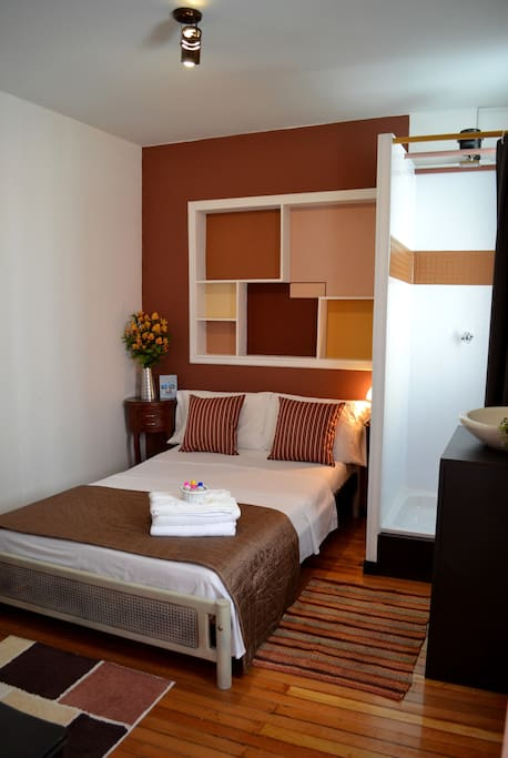 Habitaci n doble con ducha houses for rent in bogota for Duchas grival colombia