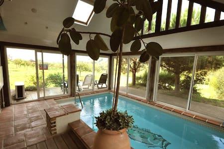Maison avec piscine couverte 29° - Bonneville-la-Louvet