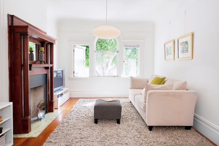 Spacious 1 BR / 1 BA Living in Russian Hill