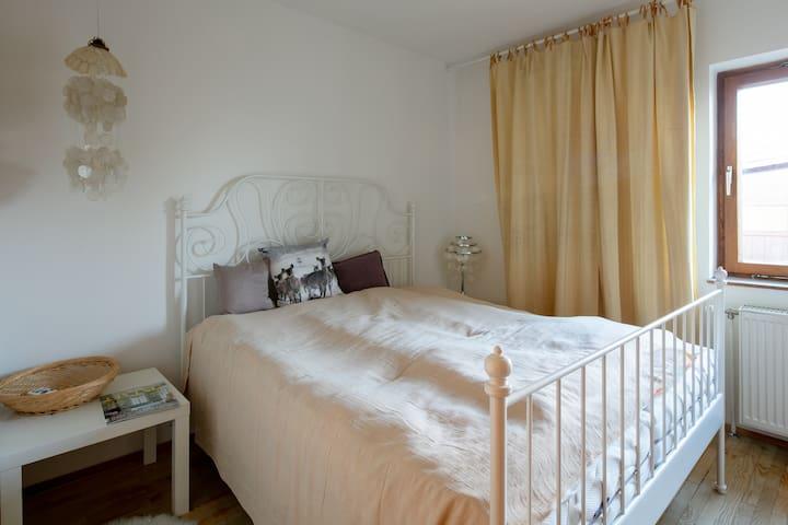 Schlafzimmer 1 - Doppelbett 160x200 cm