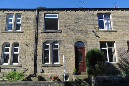BEAUTIFUL 2 bedroom house close to university - Huddersfield