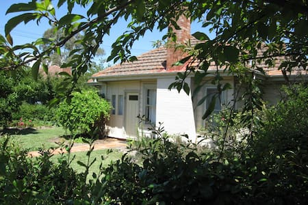 Family and pet friendly Ainslie cottage, Canberra - Ainslie