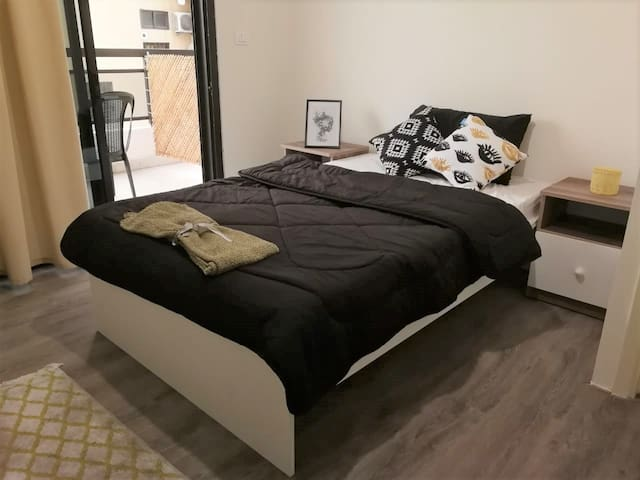Modern Private Bedroom · 2 minutes to Verdun