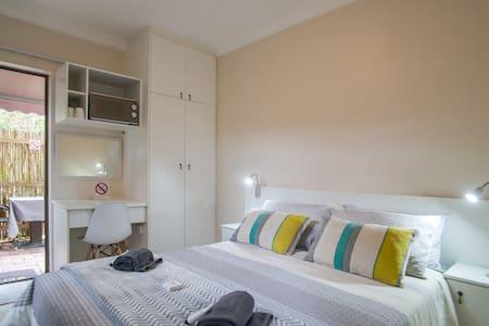 Nances Rentals - Petite Private Room-Free Parking