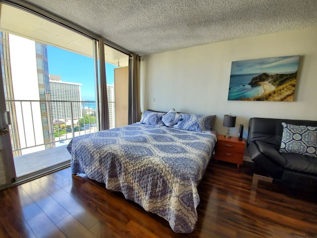 New Waikiki Central Ocean View King bed Parking