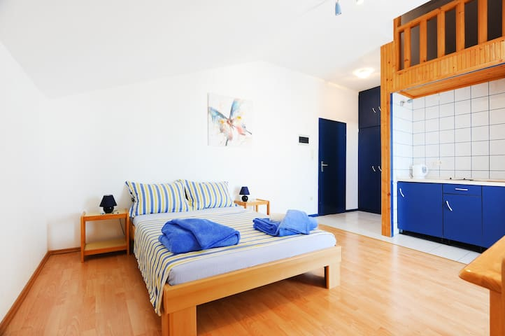 Cozy Blue apartment for 2 in center - Vodice - Departamento