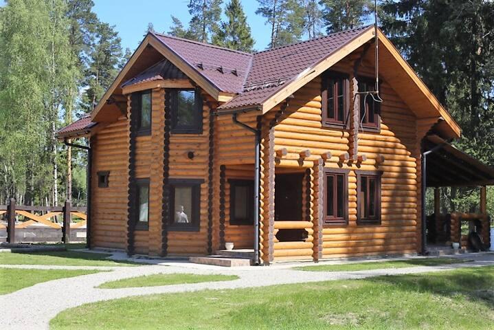 Дом с русской баней и бассейном