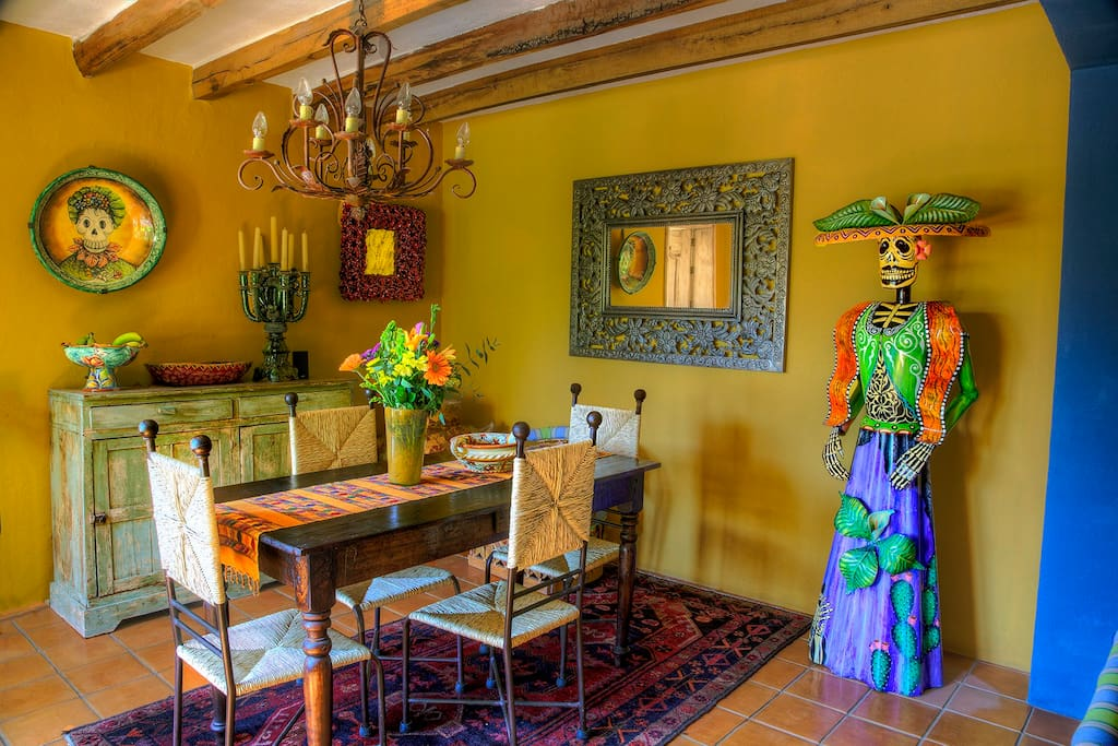 Dining room with catrina