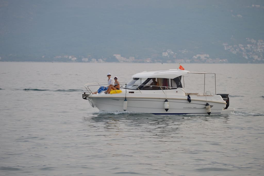 Boat with skipper - enjoy a great visit and save compared to arranging an individual tour.