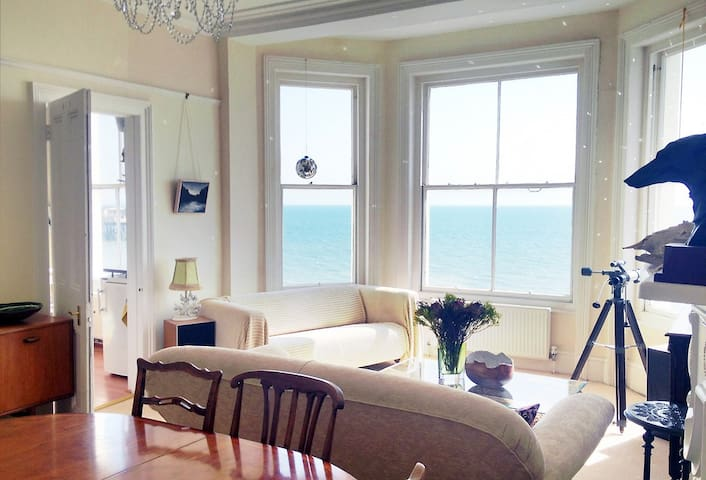 Beautiful Seafront Sunny Apartment - Hastings - Lägenhet