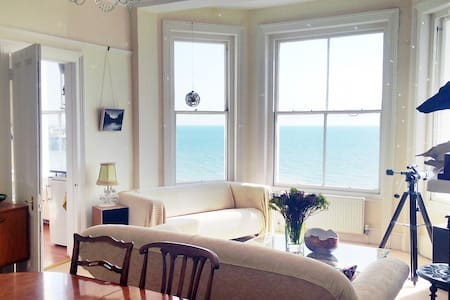 Beautiful Seafront Sunny Apartment - Hastings - Appartement