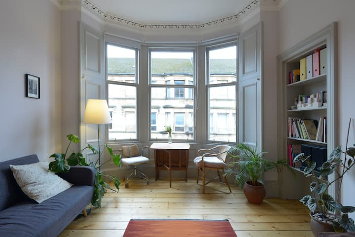 Bright and spacious traditional tenement flat