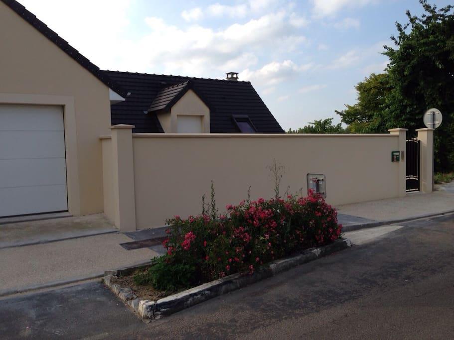 Maison où se trouve le logement