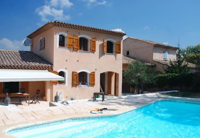 Agréable villa avec piscine - Le Rouret