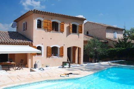 Agréable villa avec piscine - Le Rouret - House