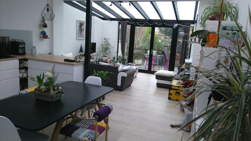 Bedroom with private bathroom - Saint-Josse-ten-Noode - House