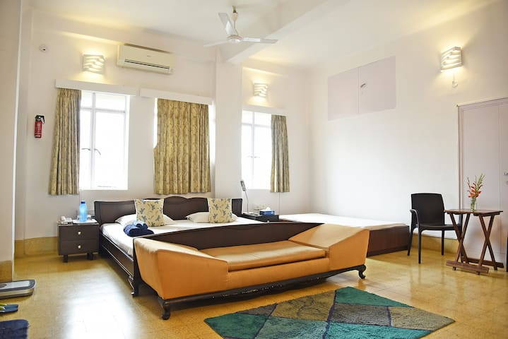 Spacious, heart of city, WiFi & AC! - Kolkata - Apartamento