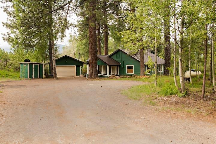 Cozy Private Mountain Home near Lake Almanor
