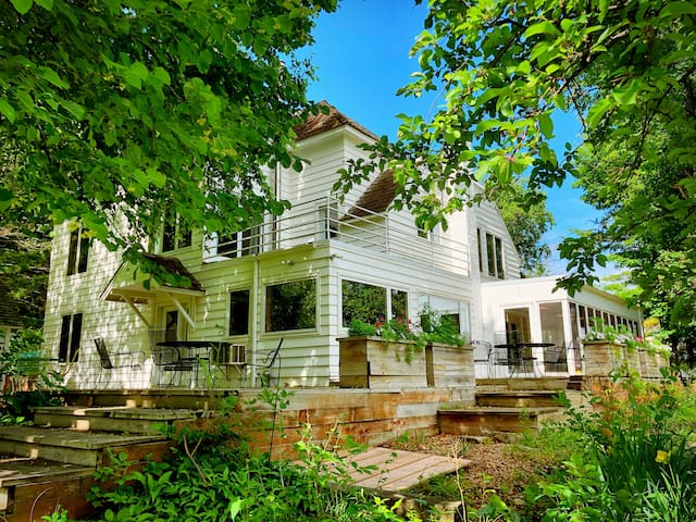 Charming Farmhouse - Orchards & Winery - Waconia