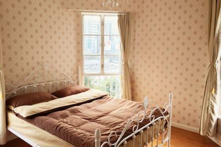隐匿于都市中园林式小区,Joel家的简欧复古大床房 - Shenzhen