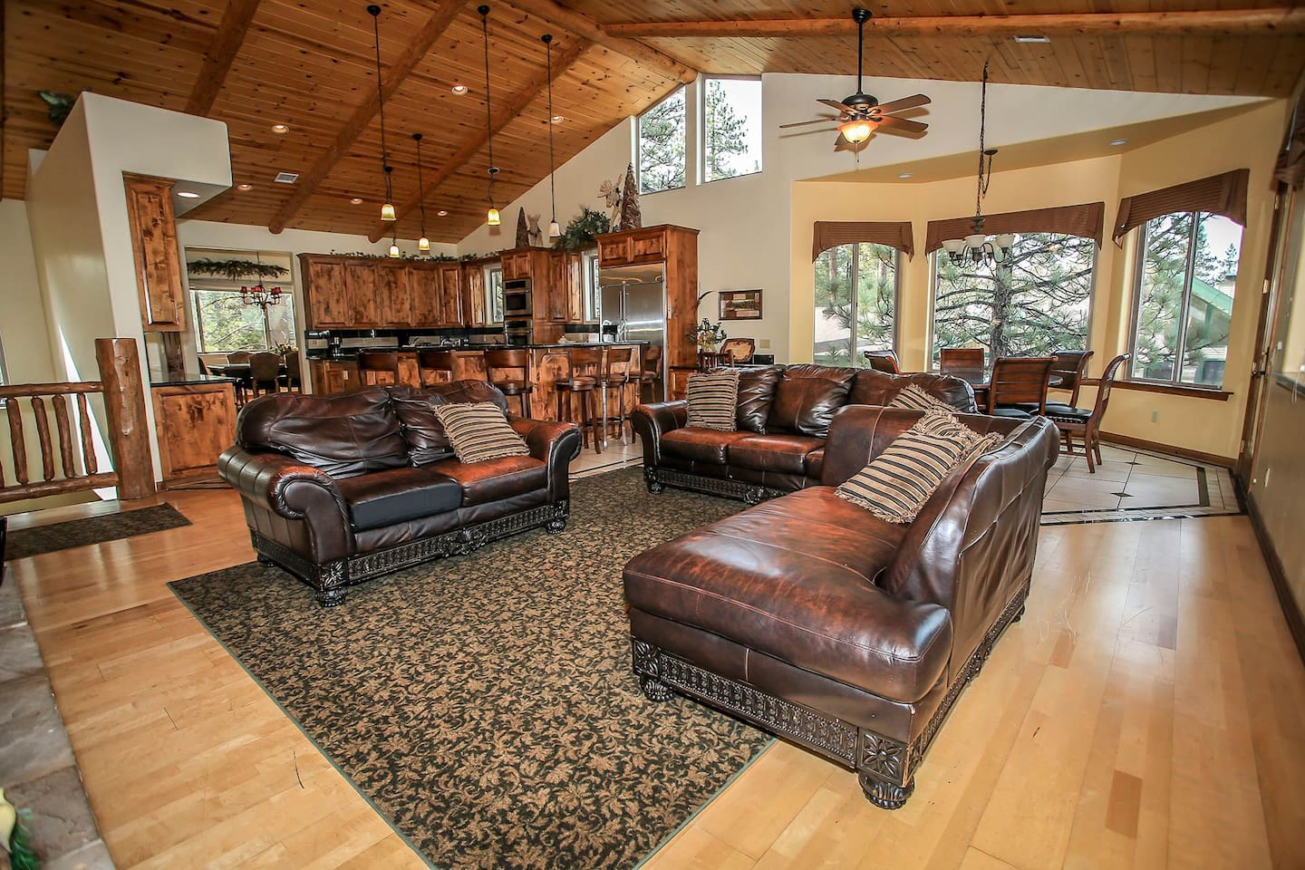 Log Home MasterpiecePool TableWet BarSpa Tub Houses For Rent In - Masterpiece pool table