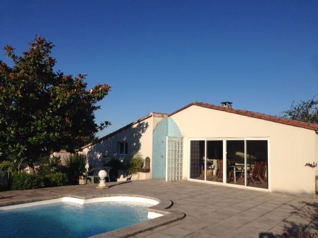 Halte paisible dans une dépendance avec piscine - Saint-Palais - House