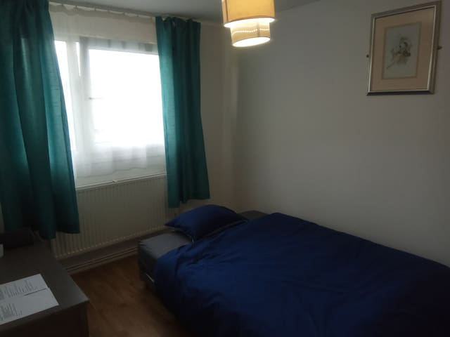 LOVELY DOUBLE ROOM IN NORTHAMPTON ROOM 3