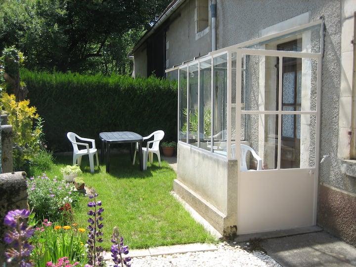 Petite maison, côté champs