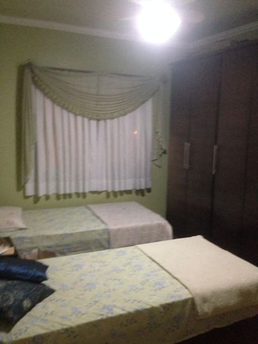 Quarto 4 , com duas camas de solteiro