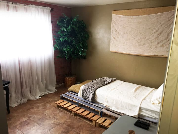 Cozy rustic w/ all the amenities for a comfy stay!
