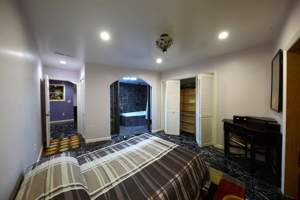 Bedroom w/adjacent bathroom