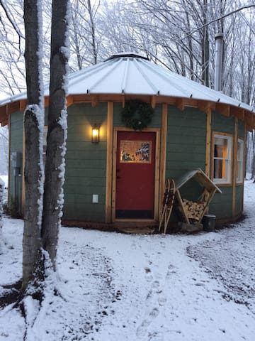 The Yurt at Spruce Hill Farm - Maple City - Jurtta