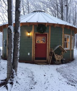 The Yurt at Spruce Hill Farm - Maple City - Yurt