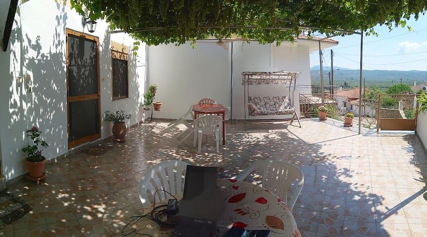STUDIO ΣΤΟ ΠΑΡΑΔΟΣΙΑΚΟ ΠΕΤΡΟΧΩΡΙ